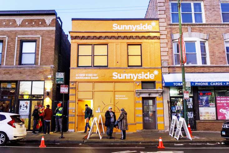 Exterior of Sunnyside's Chicago Lakeview Dispensary - Credit: Antonio Perez, Chicago Tribune